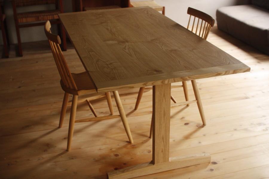 2legs table 1
